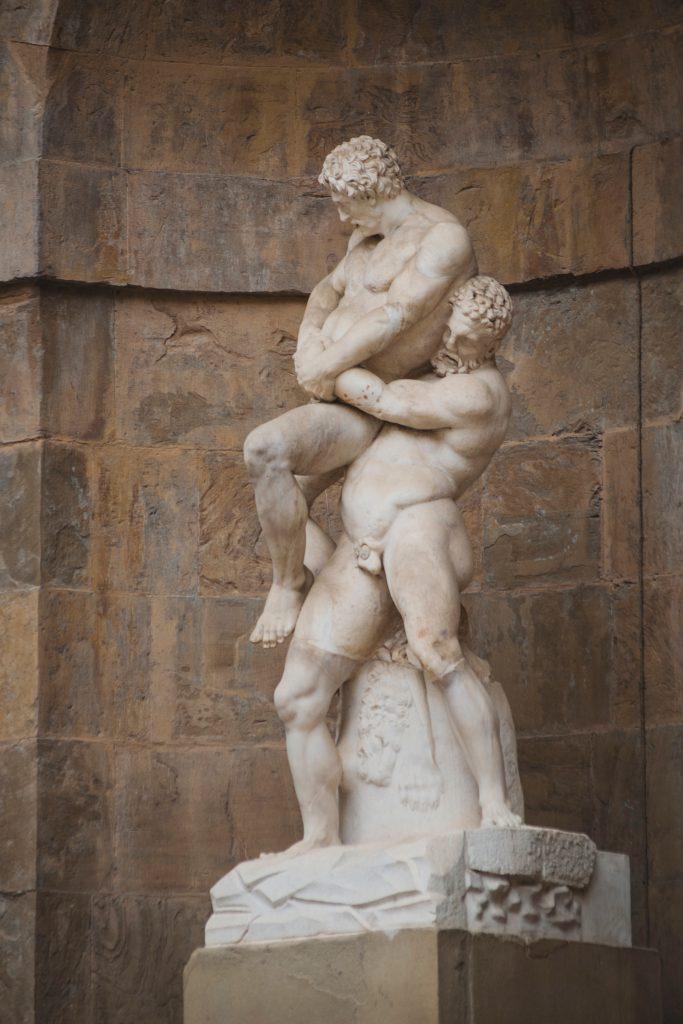 Statue deux hommes - Le Cercle de Socrate